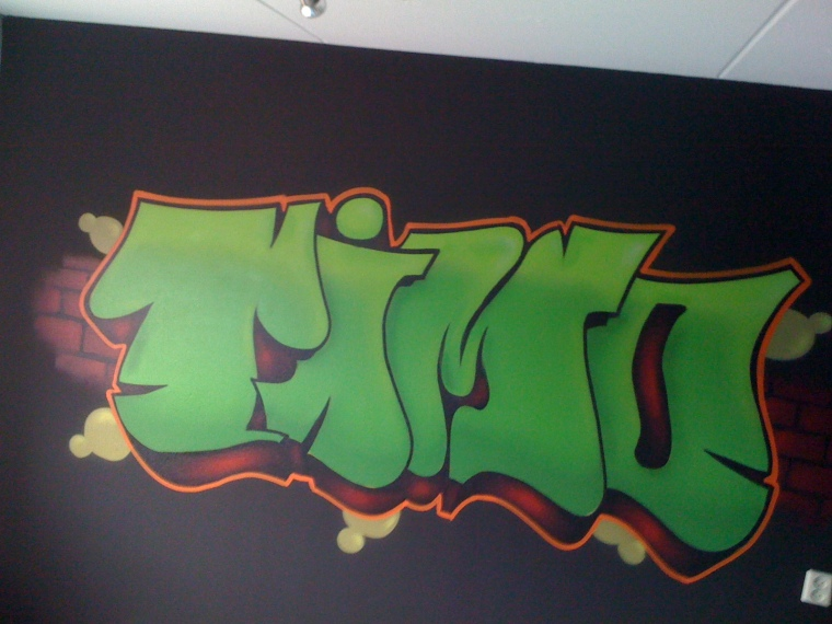 graffiti Tomo throw-up